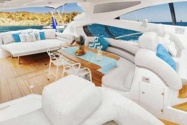 Tranquility III Sunseeker Predator 68 lujo Ibiza